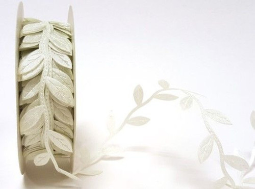 Bertie's Bows Ivory Cut-Out Leaf Trim x 1 metre 30mm