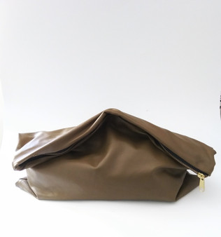 BIG GIRL KELLEY CLUTCH / OLIVE
