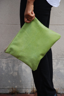 CROC CLUTCH / GREEN APPLE