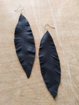 LEATHER FEATHER EARRINGS/ BLACK