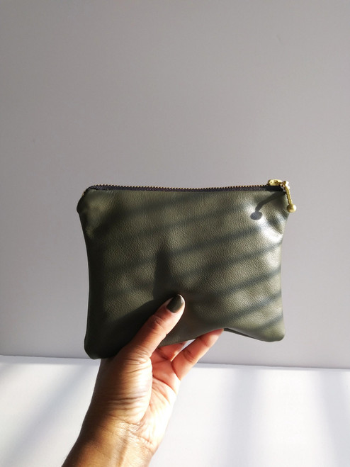 LEATHER POUCH / DEEP OLIVE