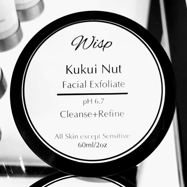Nature's finest ingredients in Kukui Nut facial exfoliant