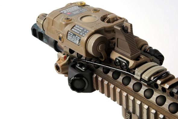 """Tactical Hot Button - Rail Mount - Surefire - 7"""" - BK"""