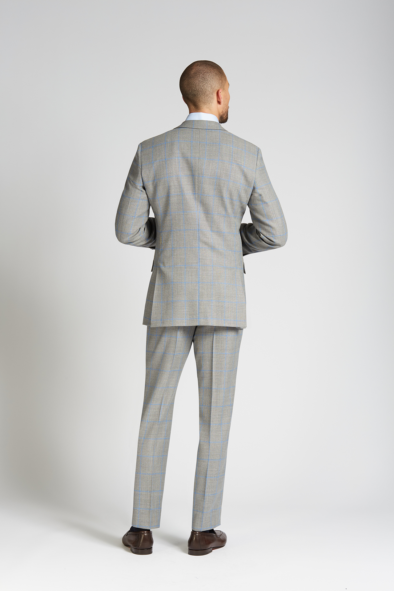 97605e85f5a31b ... August McGregor Slim-fit 4-Season Wool 2-piece Suit in Grey with ...
