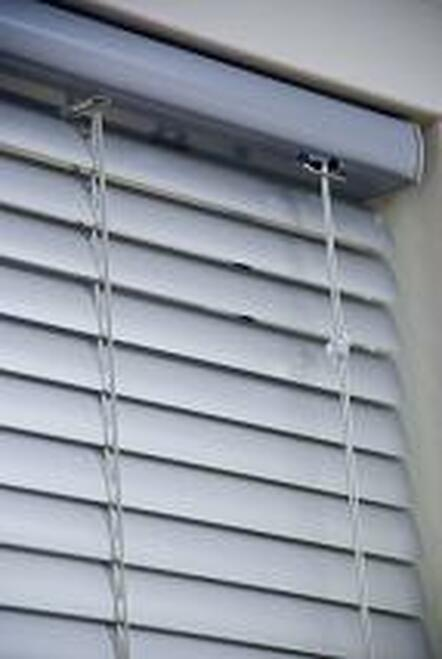 Horizontal Mini Blind with heavy duty 8-gauge slats
