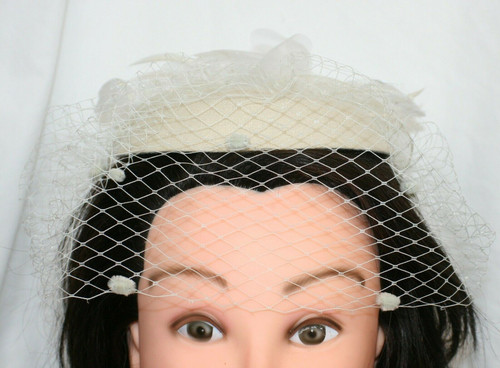 Vintage Unbranded Wool Cream  Church Hat W/ Blusher Veil & Feathers