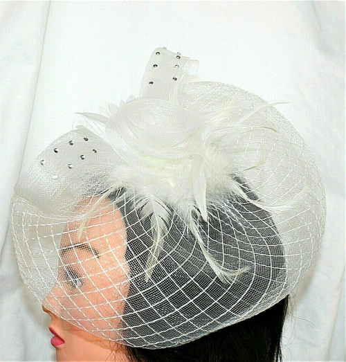 """Pre-Owned Ivory Colored Fascinator W/ Tulle/Feathers  12.5"""" x 10"""""""