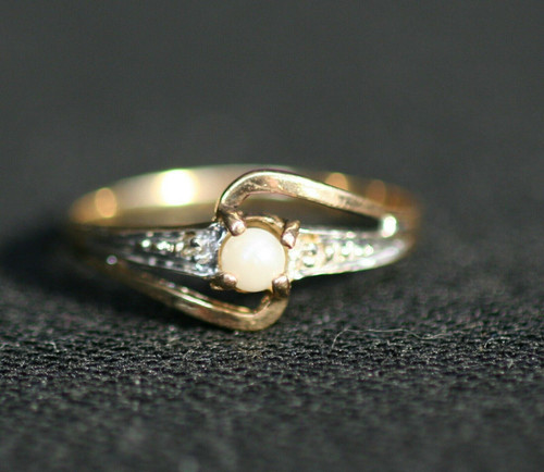 Pre-Owned Women's Pearl W/ 2 Side Clear Stones 10K Gold Ring Sz. 6.5