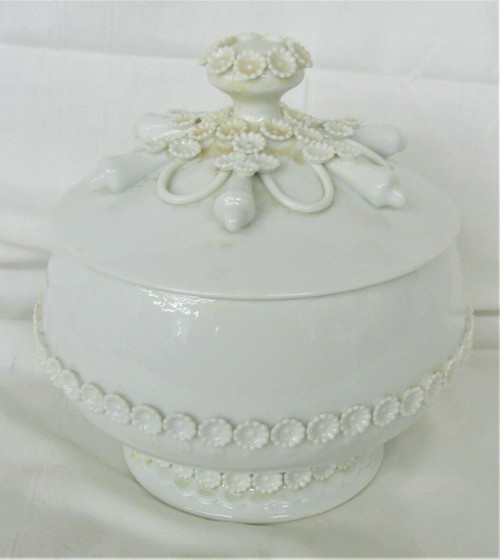 Pre Owned Ceramic White Daisy Candy Dish With Lid