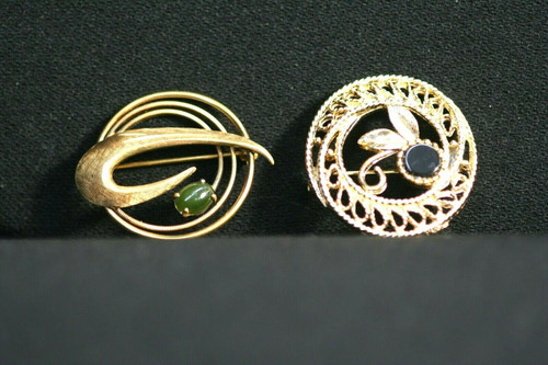 Lot Of 2 Vintage Gold Toned Round Brooches W/Colored Stones In Floral Motif