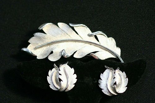 VTG Crown Trifari Signed Brushed Silver Tone Leaf Pin And Earrings Set Clip On