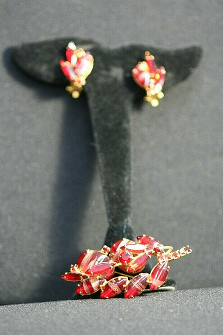 Vintage Unbranded Red/Gold Stoned Brooch & Clip Earring Set