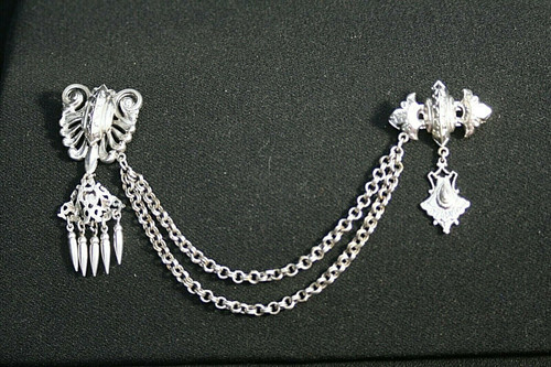Vintage Unbranded Silver Toned Ornate Sweater/Fur Keeper/Clips