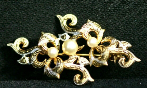 Vintage Gold Toned Faux Pearl Brooch w/ White Accents 52 mm x 39 mm