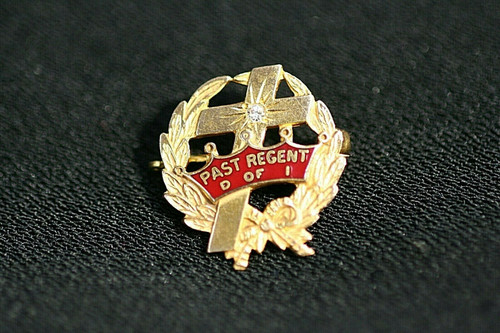 Pre-Owned  Past Regent  Daughters of Isabella (D of I) Diamond Chip 10K Gold Pin