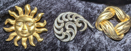 Pre-Owned Lot Of 3 Large Gold Toned Brooches