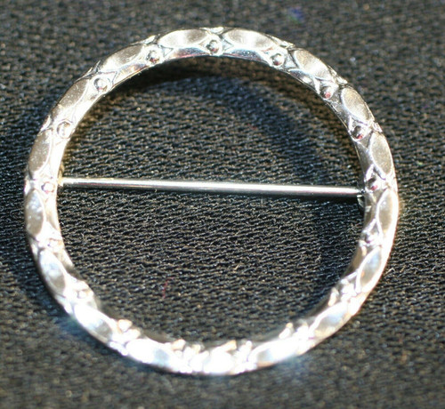 Pre-Owned Women's  925 Silver Wreath W/ Etched Accents