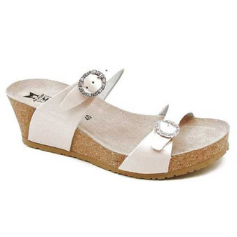 LIDIA elegant wedge slide has all the great support features that provide the perfect fit with style. Available in Black and Nude