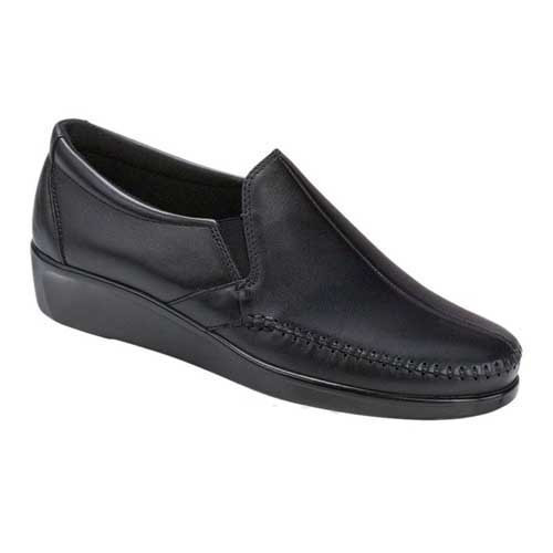 Dream Slip On Loafer provides flexibility with every movement. Available in Black and Wine
