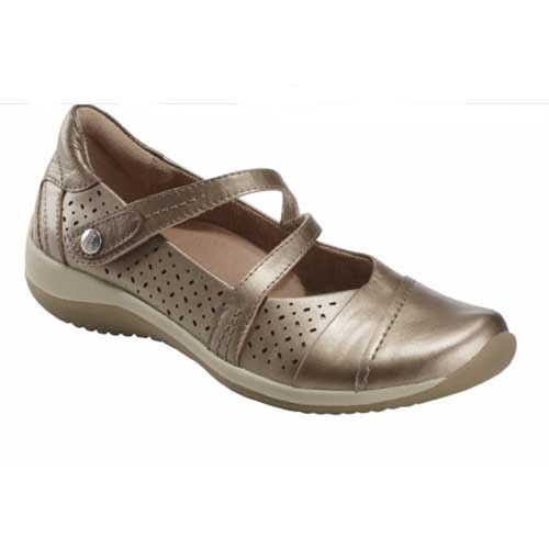 Kara Newton is the most versatile shoe in Earth collection with reinforced arch support for all-day comfort. Available in Platinum