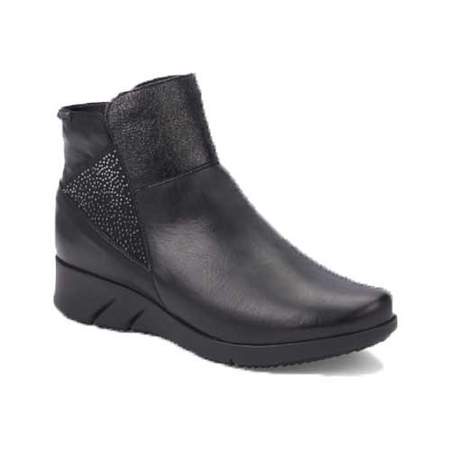 MARYLENE Women's Ankle Boots with warm lining protects your feet, joints and vertebrae, while maintaining proper hygiene for a comfortable and effortless walk. Available in Black