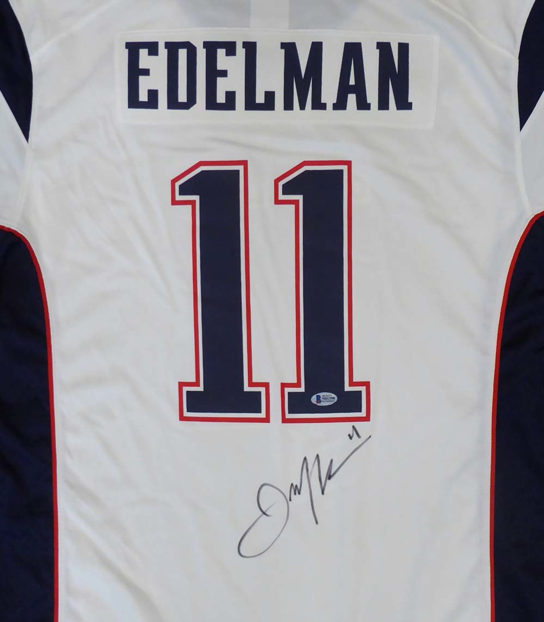 timeless design a763a 72ce1 Julian Edelman Autographed New England Patriots Nike White Jersey with SB  LIII Patch Size XL Beckett BAS