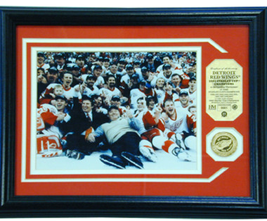 Detroit Redwings 2002 Stanley Cup Champions Plaque with Team Coin