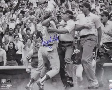 George Brett Autographed Kansas City Royals 16x20 Photo (Fight) Bec