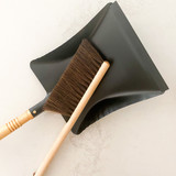 Hand Brush (Dark Hair)