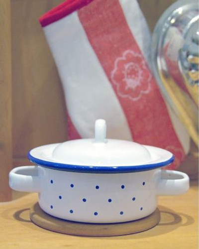 Glueckskaefer Enamel Pot