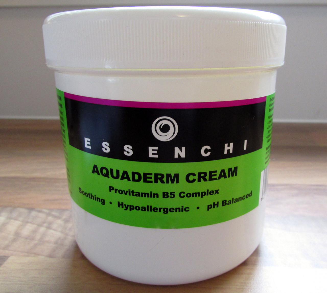 Essenchi Aquaderm Cream