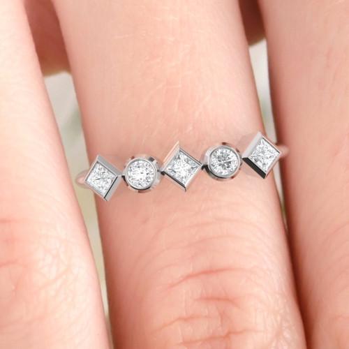 Diamond ring. Diamond eternity. Wedding ring. 14K / 18K / Platinum.