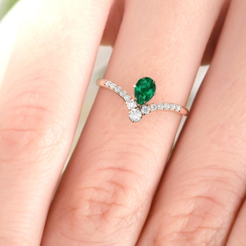 Engagement ring. Diamond ring. Emerald ring. Emerald engagement ring, Vintage style engagement ring.