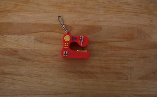 USB - 2GB - Red Sewing Machine