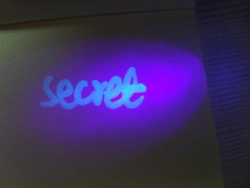 Blacklight Message Escape Room Prop (4 pcs)