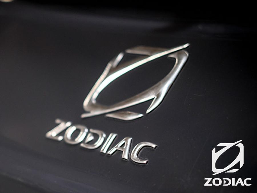 Zodiac MEDLINE SERIES   Medline 9 2021 with Twin Yamaha DEC Four Stroke