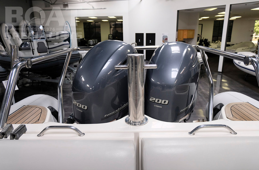 Pre-owned 2014 Protector Targa 30 w/ Twin Yamaha 200s & Pacific Trailer