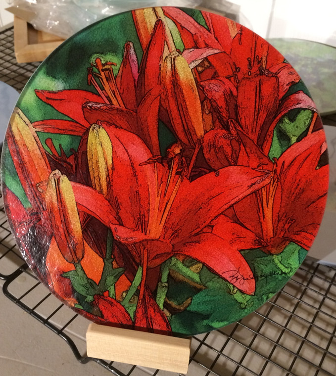 Round Glass Cutting Board - Red Asian Lily  -  8 inch