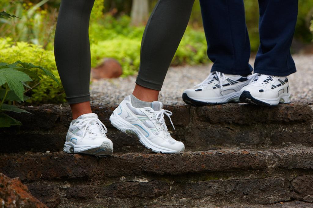 vionic-walker-tennis-shoe-on-foot-orthaheel.jpg