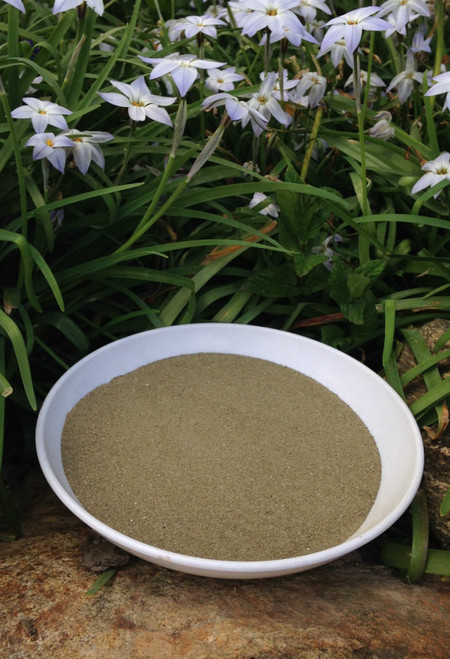Green Sand helps to turn dense, heavy clay into loose manageable soil.