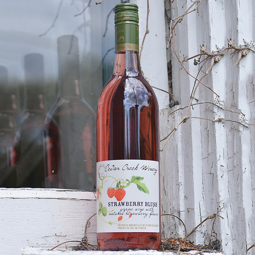 Cedar Creek Winery Strawberry Blush (Pickup Item Only)