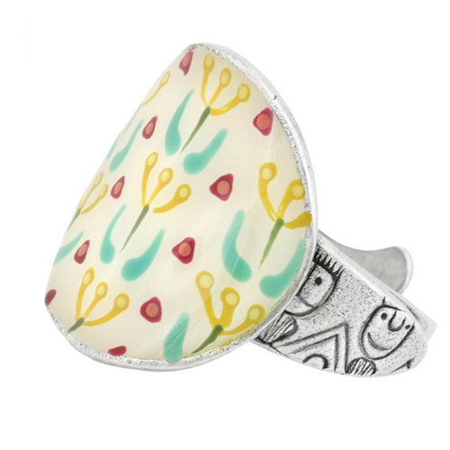 Taratata ring, white background with painted flowers