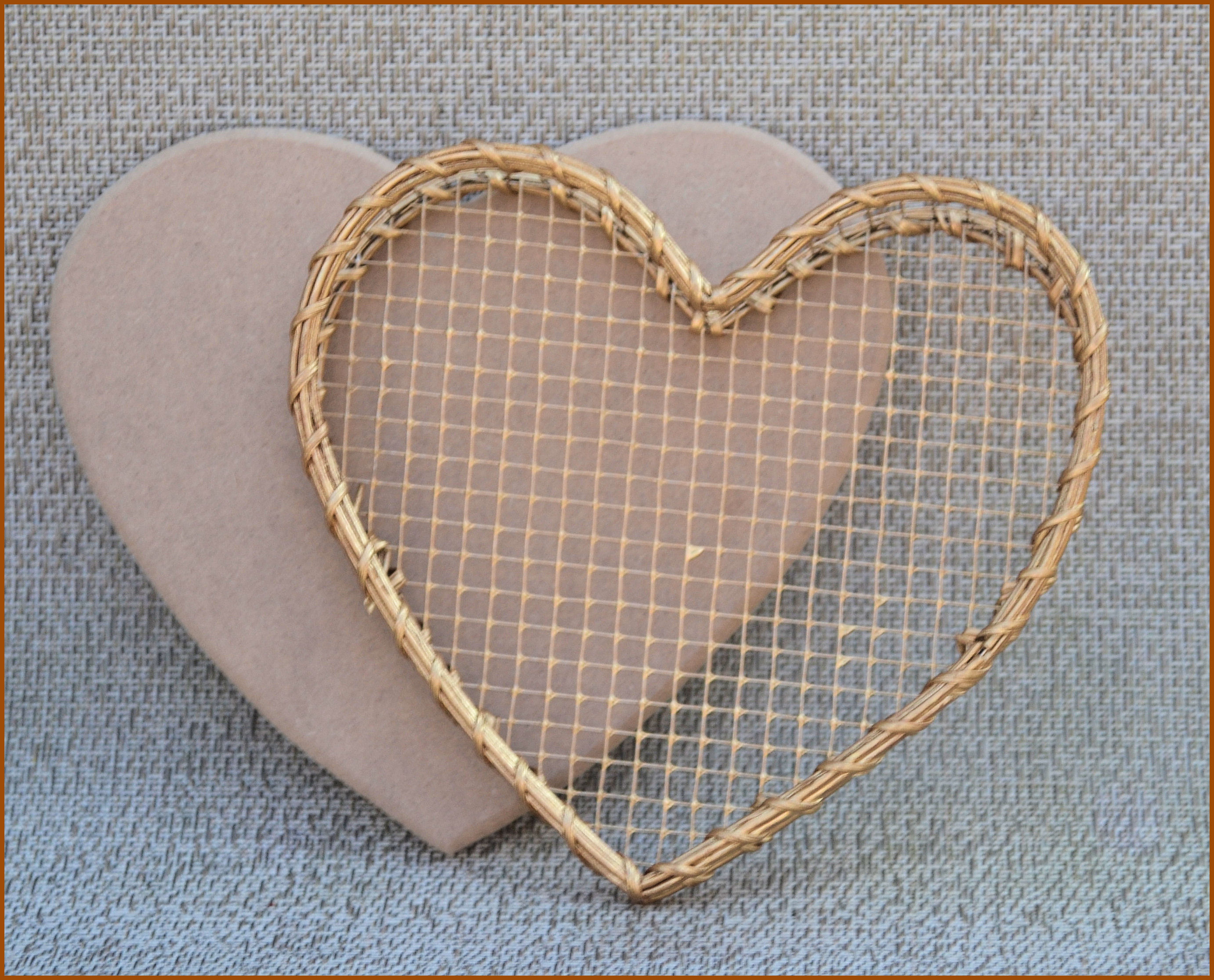 basket-heart-wire-basket-open-lid-118921.jpg