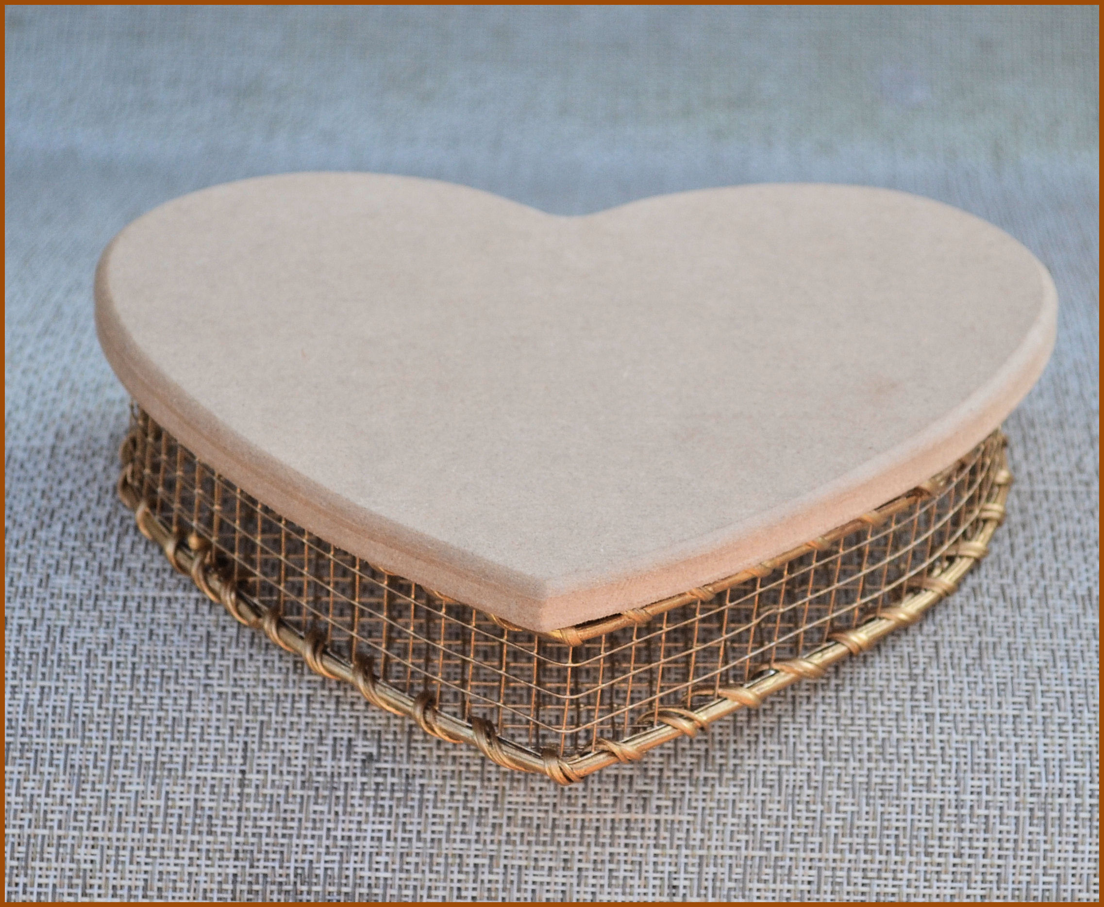 basket-heart-wire-basket-with-lid-118921.jpg