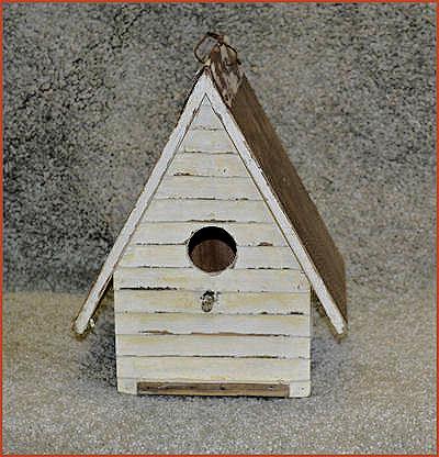 da-clapboard-birdhouse.jpg