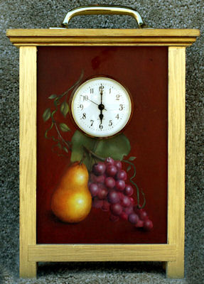 jol-pears-and-grapes-on-clock-1616722-sm.jpg