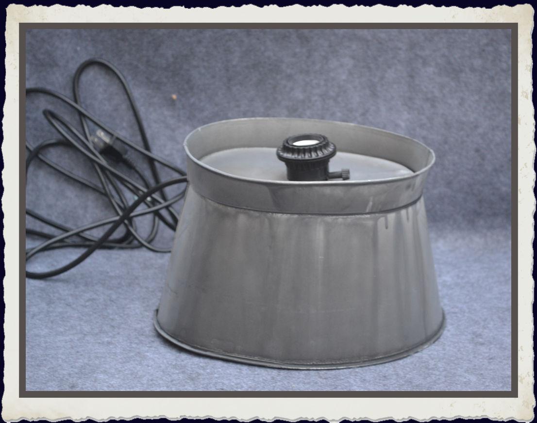 metal-lamp-base-with-socket-and-plug-tla74389.jpg