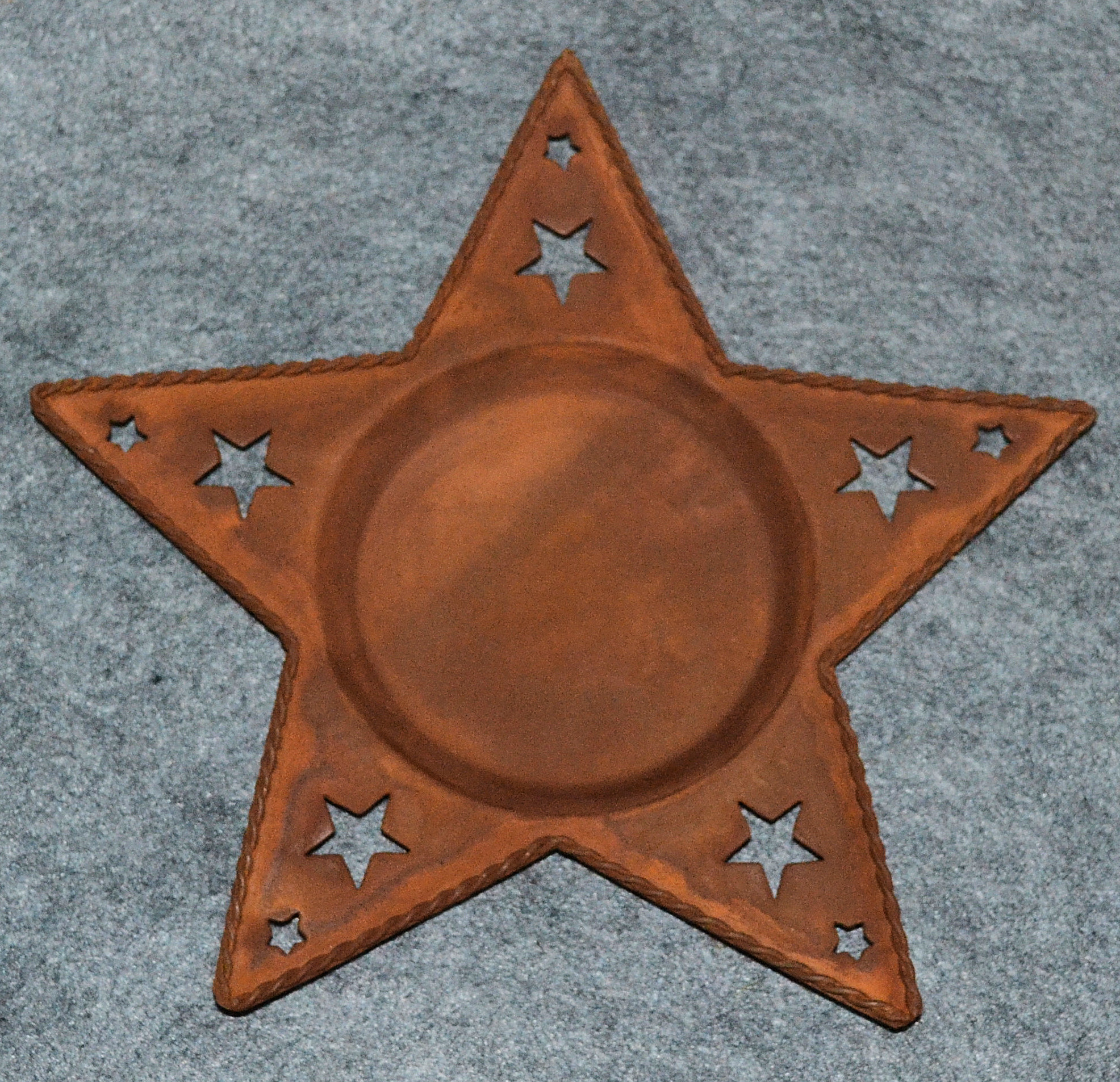 metal-rusty-star-202005.jpg