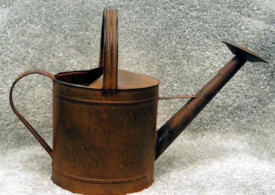 metal-watering-can-round-lg-34701303.jpg