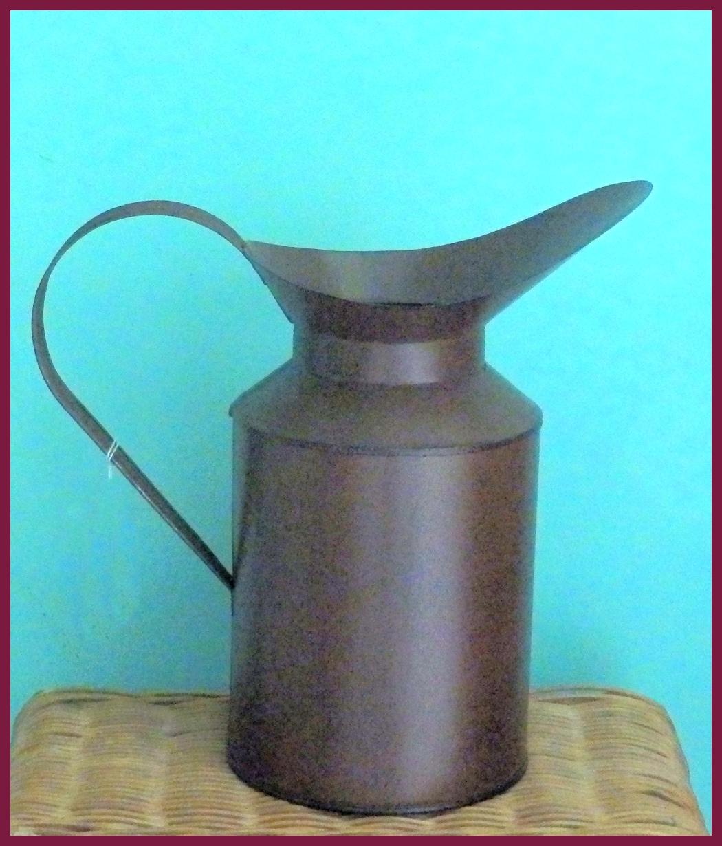 metal-watering-can-rusty-15t220.jpg